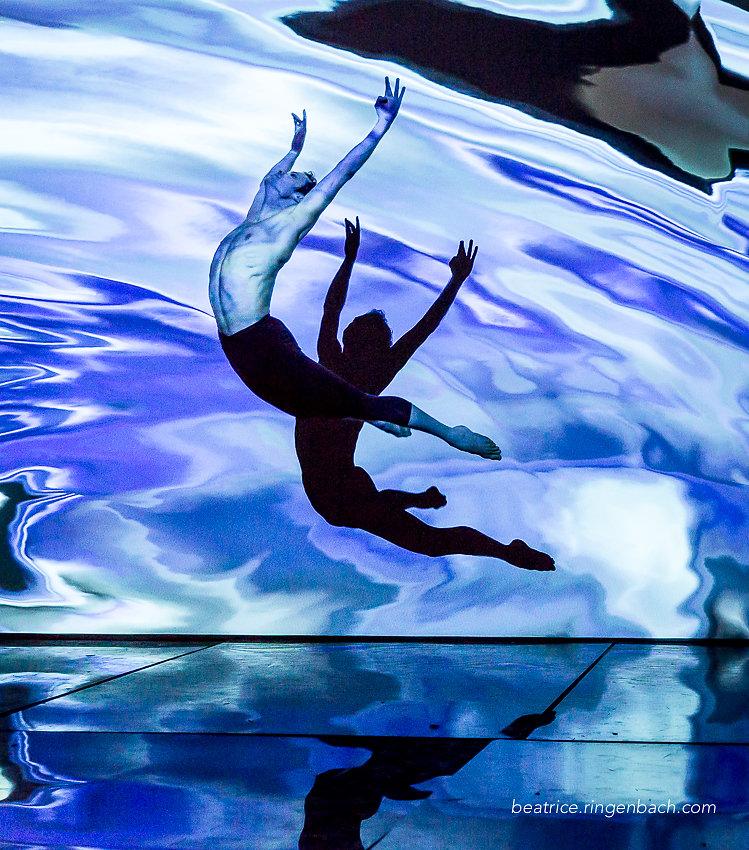 Danseurs à la Base Sous Marine